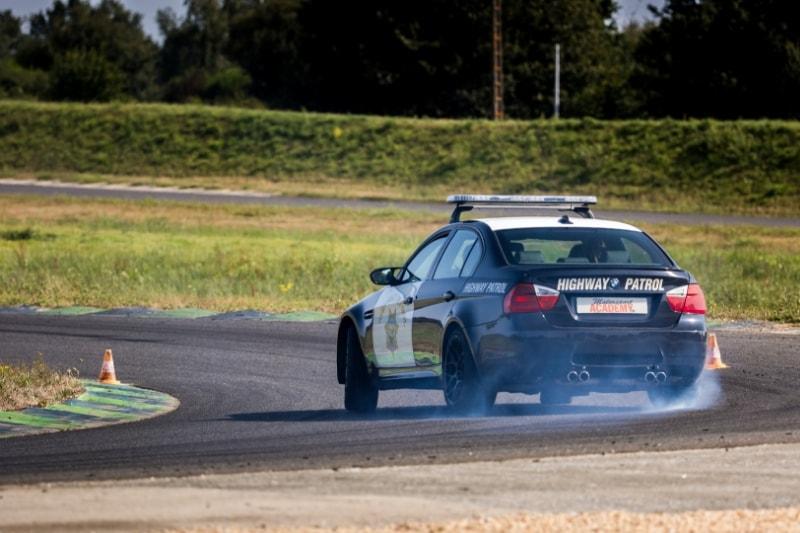 drift avec voiture imitation police