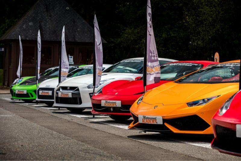 Ensemble des voitures sur le circuit de Fontenay-le-comte