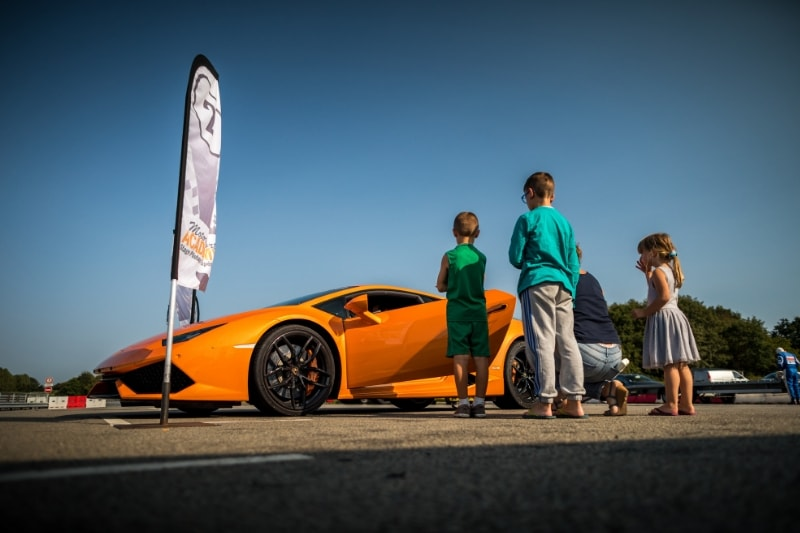 lamborghini orange tout age