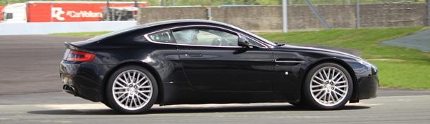 Conduire une Aston Martin sur circuit